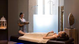 Femme prete pour un massage au SPA NUXE TOULON
