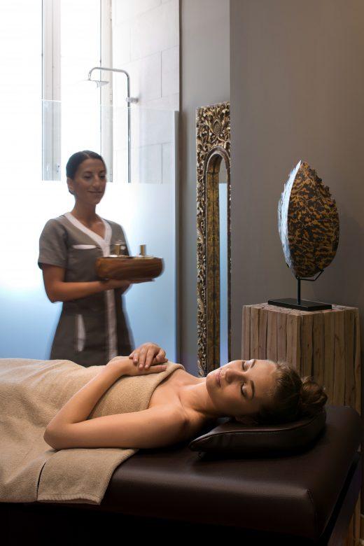Préparation des soins Nuxe dans un spa de Luxe en provence var côte d'azur