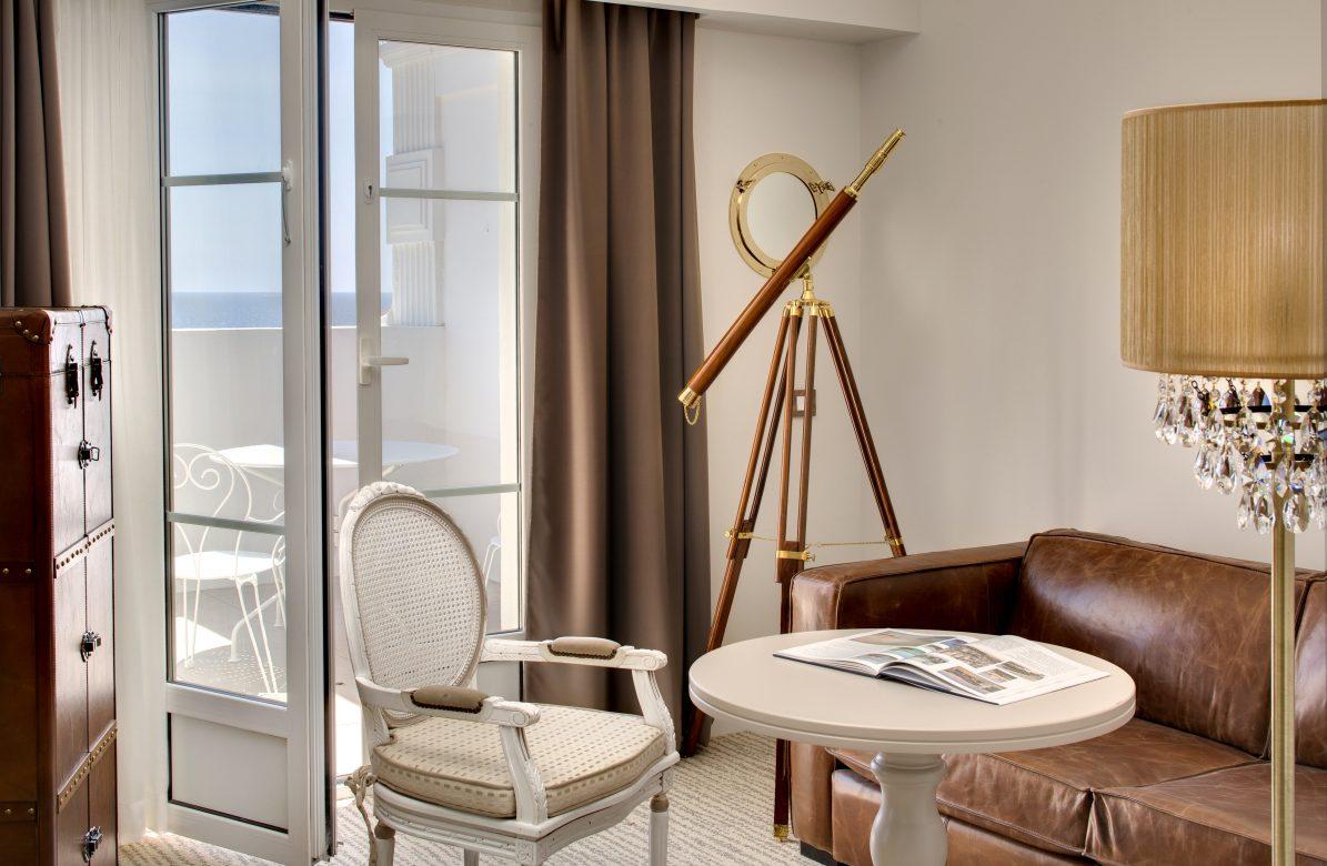 Chambre Tropezienne Avec Jacuzzi Vue Mer Au Grand Hotel Des Sablettes
