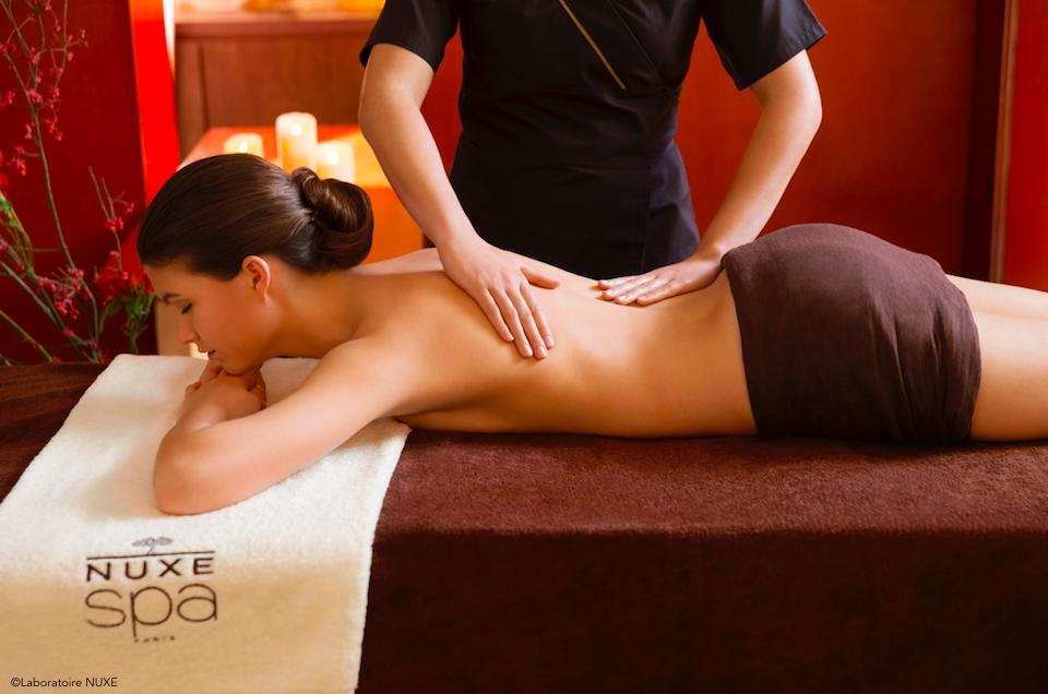 Scéance de massage californien dans le Spa Nuxe, un spa de luxe en Provence
