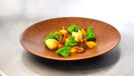 salé sucré de la terre, champignons pomme de terre brocoli pèche et épices