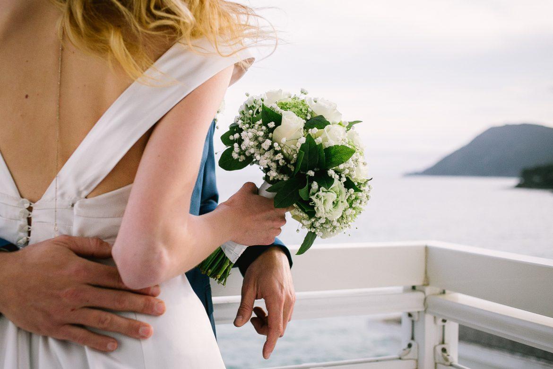 bouquet de mariée au grand hôtel des sablettes, mariés sur baclon hotel 4 étoiles toulon