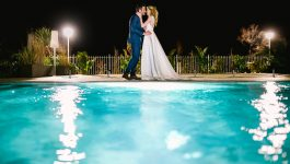 Photo des mariés au grand hôtel des sablettes dans le Var