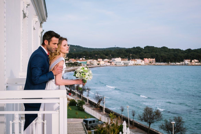 couple mariage avec wedding planer dans le var